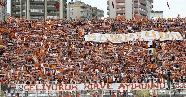 Şampiyon Adanaspor alkışlarla karşılandı