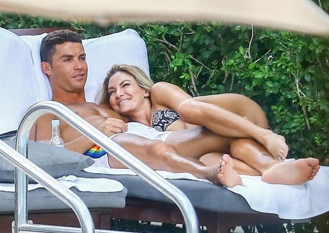 Ronaldo ünlü fitness uzmanıyla birlikte