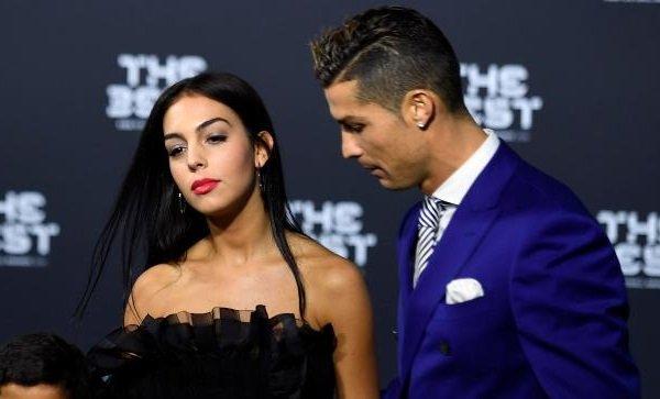 Cristiano Ronaldo evleniyor iddiası