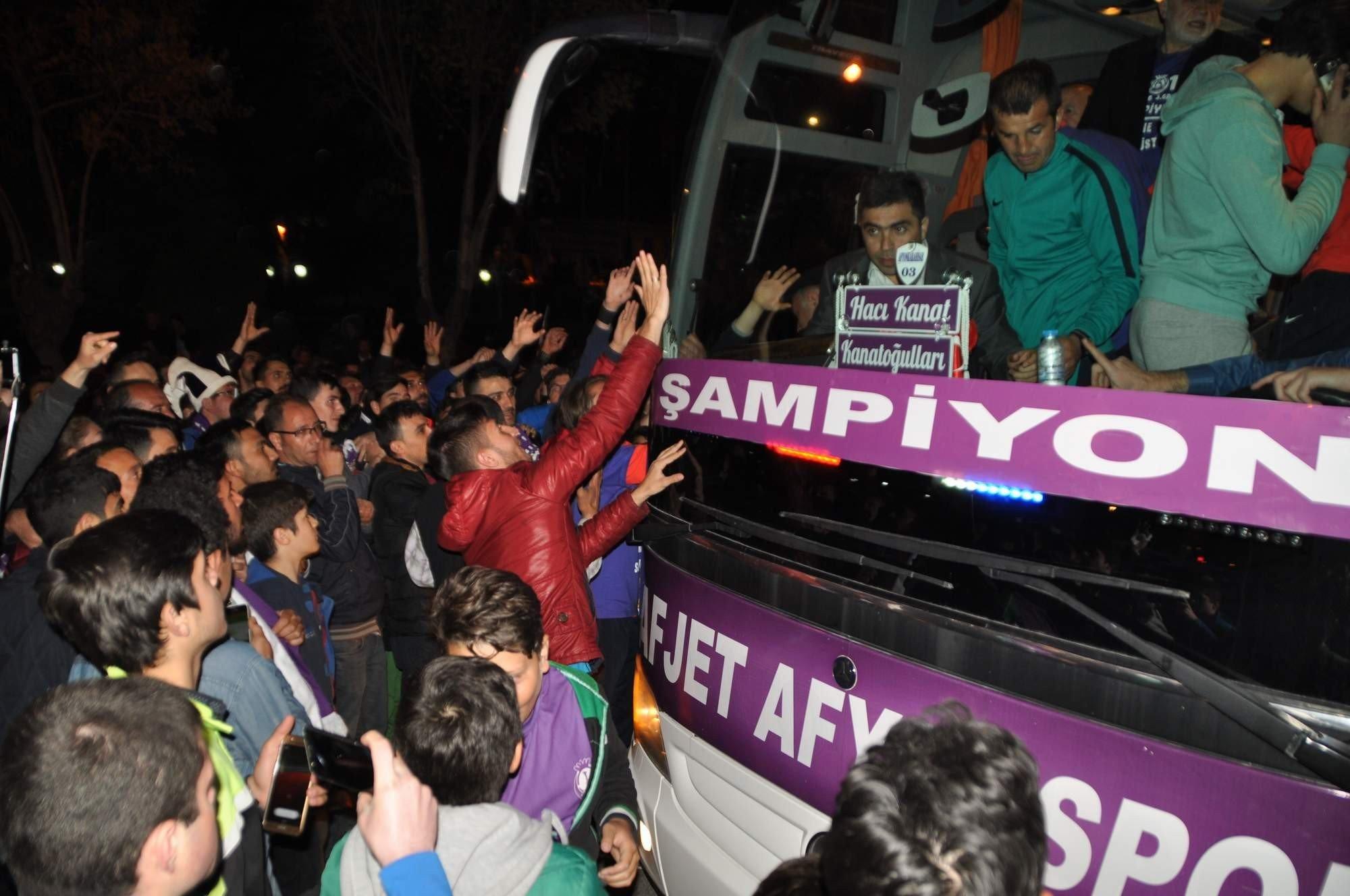 Afjet Afyonspor şampiyonluk fotoğrafları