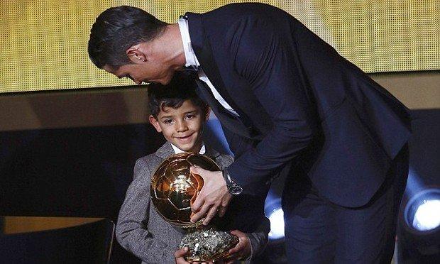Cristiano Ronaldo oğlundan müthiş frikik