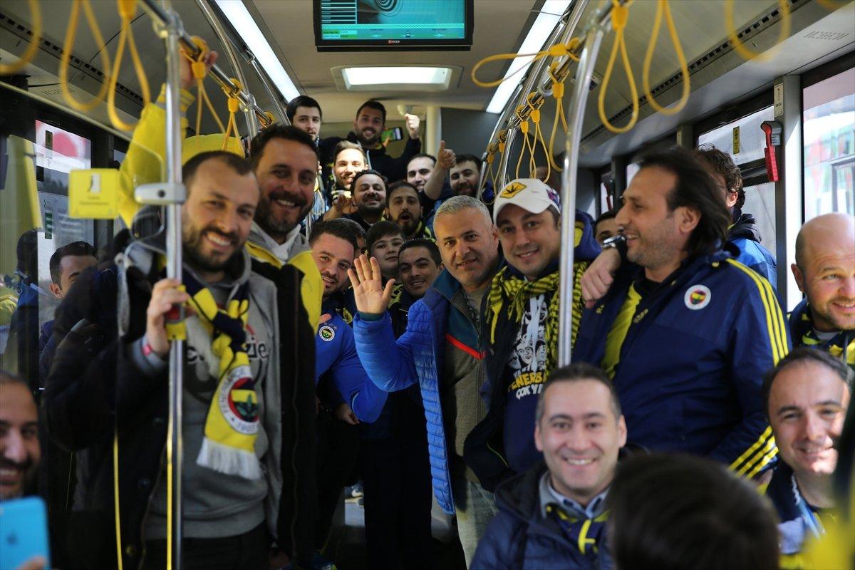 Fenerbahçeli taraftarlar Arena'ya doğru yola çıktı