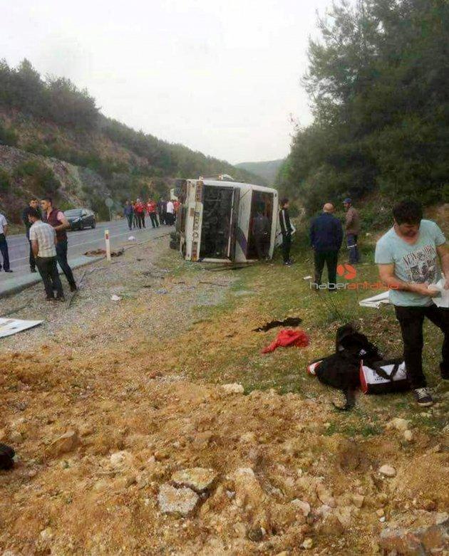 Antalyasporlu taraftarların otobüsü takla attı