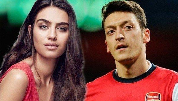 Mesut Özil'in sevgilisi Amine Gülşe'ye büyük şok!