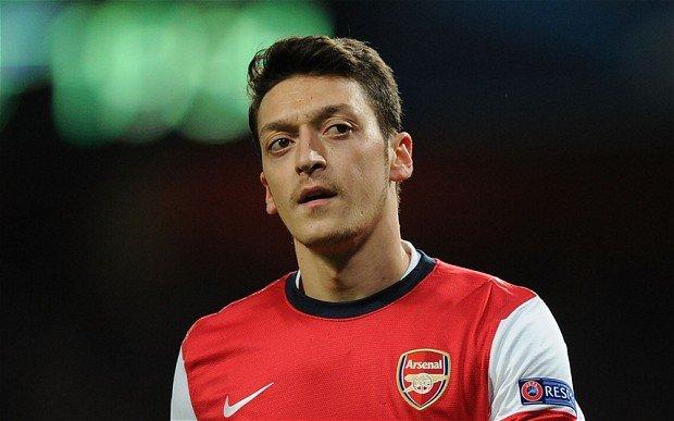 Mesut Özil hacklendi! Olay paylaşım...
