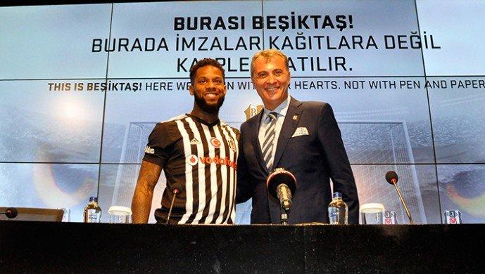 Canlı yayında Jeremain Lens tepkisi! Futbol cahili...