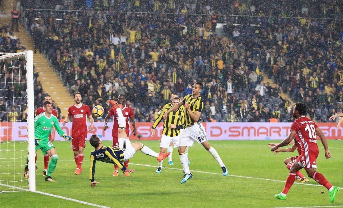 Fenerbahçeli yıldız isyan etti! Ya sözleşmemi uzatın...