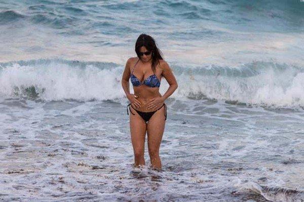 'Ünlü hakemden Miami sahilinde olay pozlar
