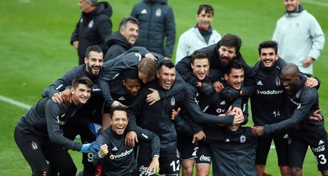 Beşiktaş'ta herkesin konuştuğu 3 futbolcu! Kampta dikkat çektiler