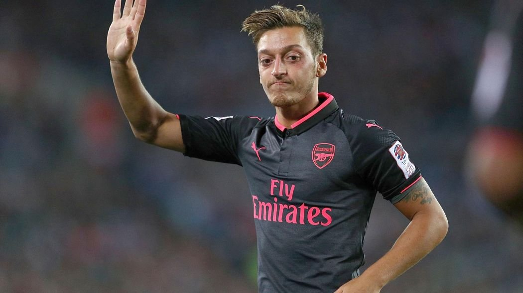 Mesut Özil rekor kırdı! İmzayı attı