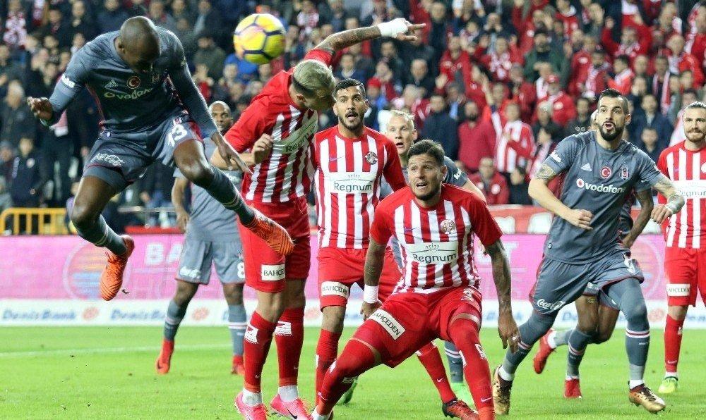 Süper Lig'in golcüsü herkesi şaşkına çevirdi!