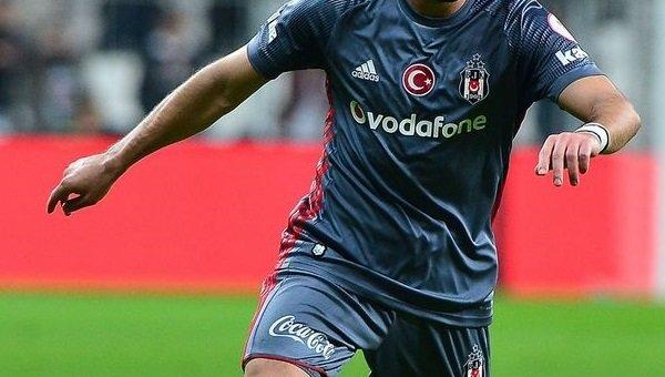Teklifler var ama Beşiktaş'ta mutluyum dedi ve kalmayı tercih etti