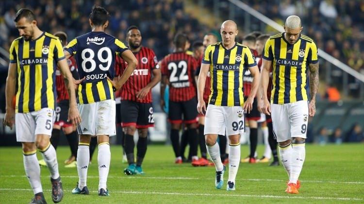 Başakşehir maçı öncesi Fenerbahçe'ye 2 oyuncudan şok!