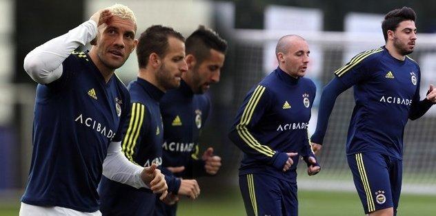 <h2>Fenerbahçe, derbi hazırlıklarına başladı</h2>