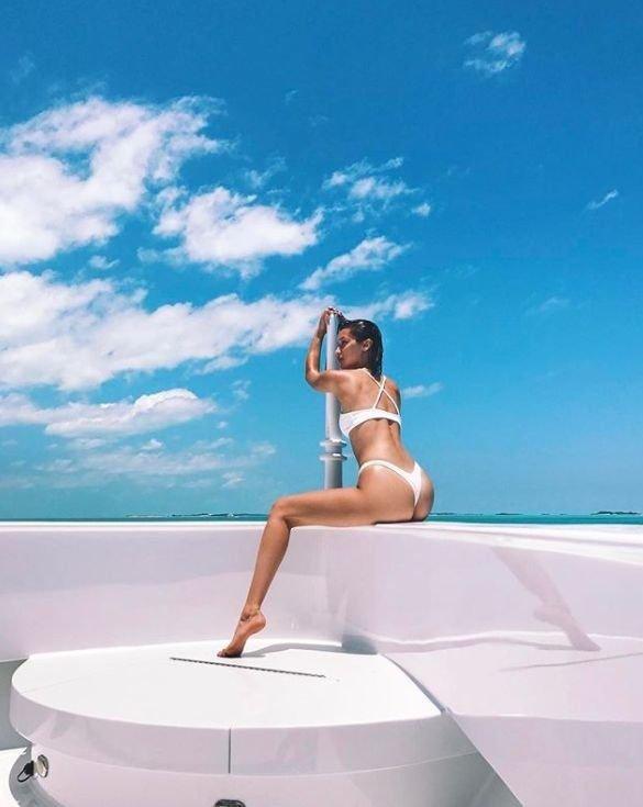 'Kendall Jenner ve Bella Hadid çıldırdı! Bikinileri çıkardılar...