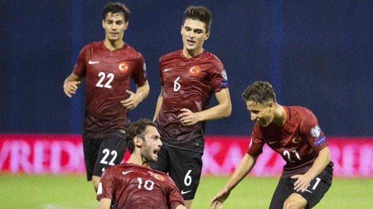 Sevilla, Türk futbolcuyu transfer için gaza bastı