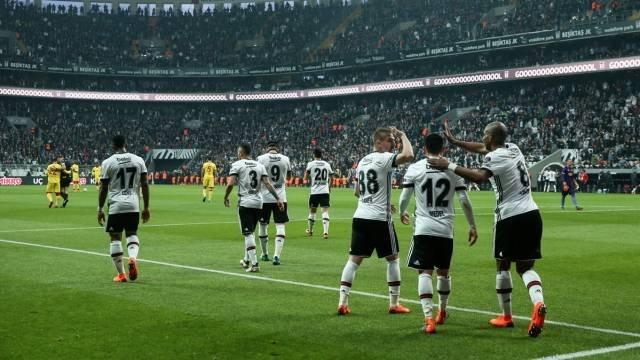 Beşiktaş'ın transfer gözdesi ayrılacağını açıkladı