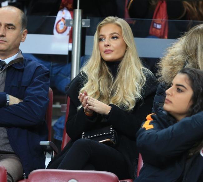 Galatasaray tribünlerinde dikkat çeken güzel