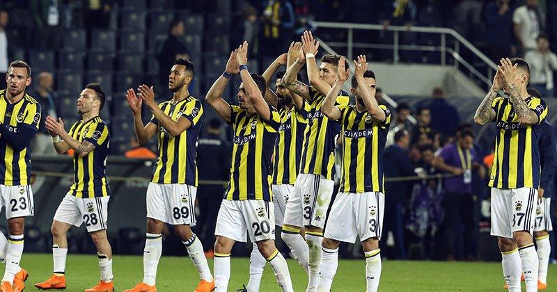 Flaş! Fenerbahçe'de 2 oyuncu ile yollar ayrılıyor! Yolcular...