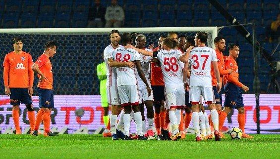 Başakşehir - Sivasspor maçı sonrası patlayan kare