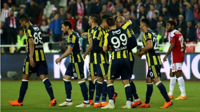 Fenerbahçe'de 2 yolcu belli oldu! Gidiyorlar