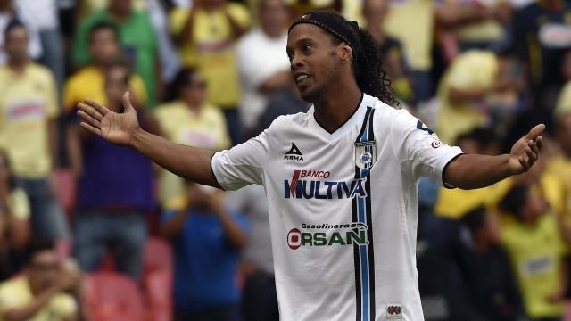 'Ronaldinho'dan flaş karar! İki kadınla...