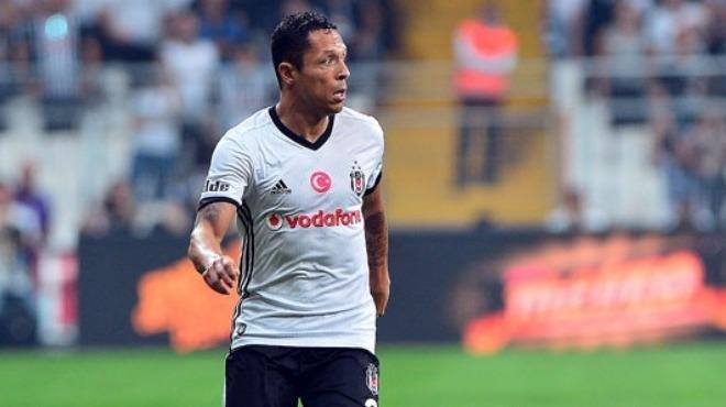 Ve Beşiktaş'ta Adriano giderse yerine gelecek alternatifi belli