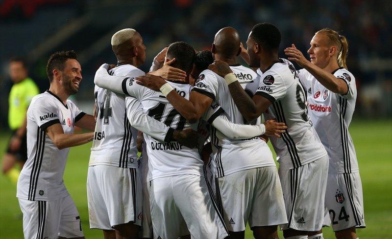 Beşiktaş'ta sağ bek transferine 4 aday!