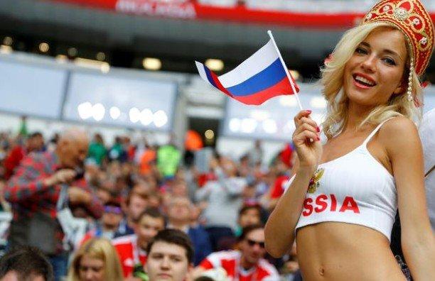 'Dünya Kupası'nın tribün güzelleri