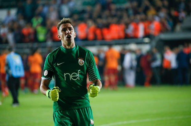 Galatasaray'a Fernando Muslera için resmi teklif