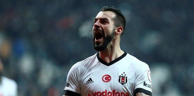 Negredo ve Love Beşiktaş'ı kilitledi