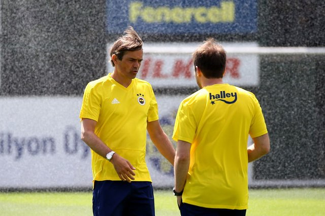 Cocu'dan taraftarların kızdığı futbolcuya destek: Bizim için önemli