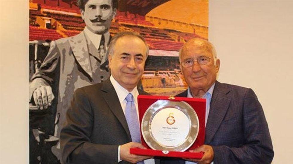 <h2>Ergun Gürsoy'a Başkan'dan plaket</h2>