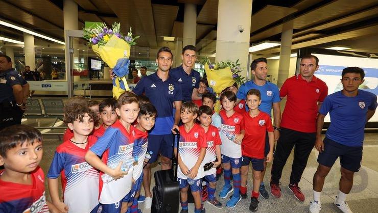 <h2>Fenerbahçe İzmir'e geldi</h2>