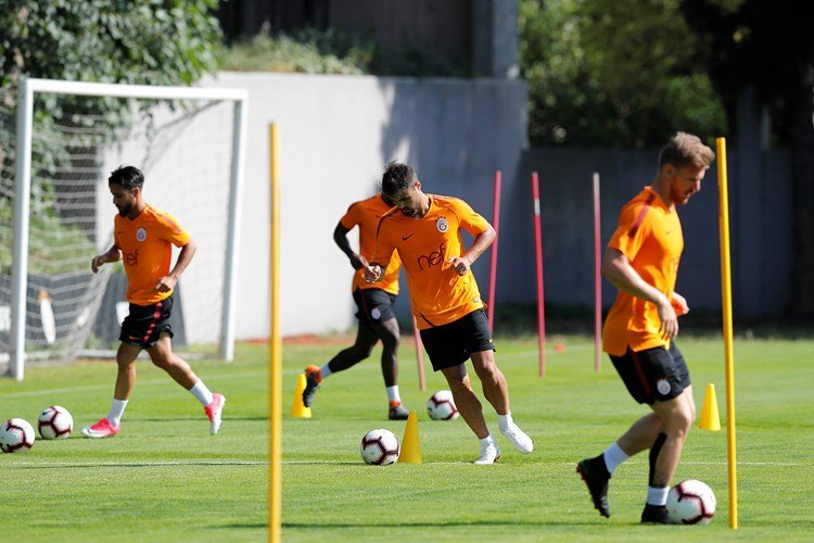 Galatasaray'da herkesi şaşırtan transfer teklifi! 20'lik genç için sıraya girdiler