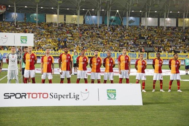 Galatasaray'dan 3 isim için flaş karar! Kendinize kulüp bulun!