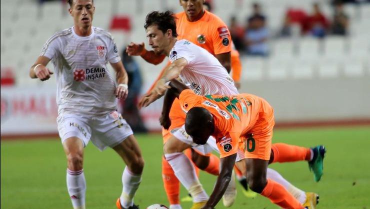 Alanyaspor'dan Fenerbahçe ve Galatasaray'a yılın transfer çalımı