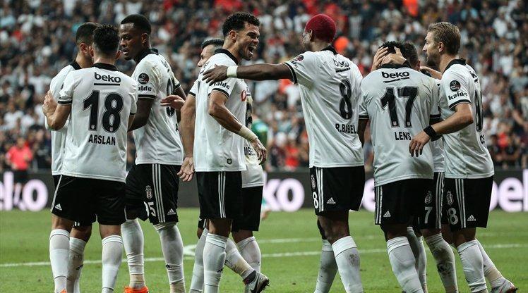 ''Beşiktaş taraftarı Vagner Love için ellerini açtı dua ediyor!''