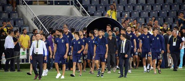Canlı yayında açıkladı: Yıldız futbolcu Fenerbahçe'den ayrılıyor