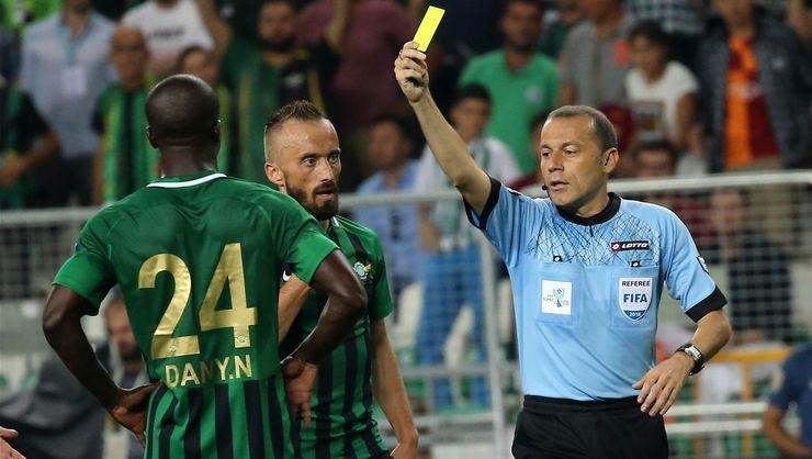 <h2>Cüneyt Çakır'ın üçüncü Süper Kupası</h2>
