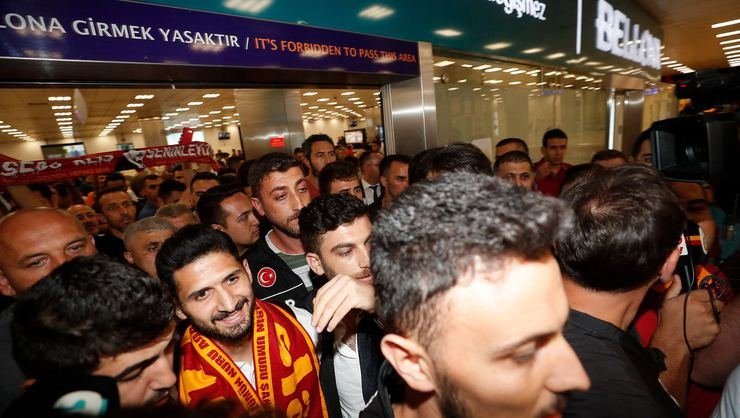 <h2>Emre Akbaba: Galatasaray benim çocukluk hayalim, hep bu formayı giymek istedim</h2>