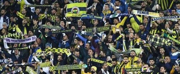 Flaş! Fenerbahçe tribünlerinde kan aktı!