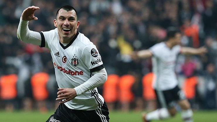 Beşiktaş'ta Medel'in yerine kim oynayacak? İşte o isim