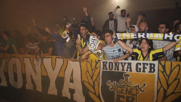<h2>Fenerbahçe'ye Konya'da coşkulu karşılama</h2>