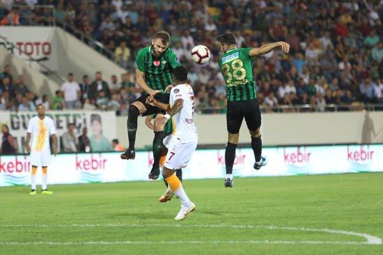Galatasaray'da futbolculara taraftar çağrısı! \