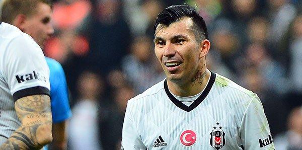 <h2>Medel'in kırmızı kartına büyük tepki! ''Haftaya Fenerbahçe maçı var ne tesadüf!''</h2>