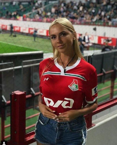 Rus güzelden Galatasaraylılara Türkçe mesaj