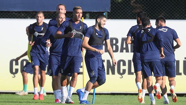 <h2> Fenerbahçe paramparça! Takım 5 gruba bölündü!</h2>