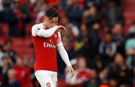 Amine Gülşe krize girdi! Mesut Özil'e şok!