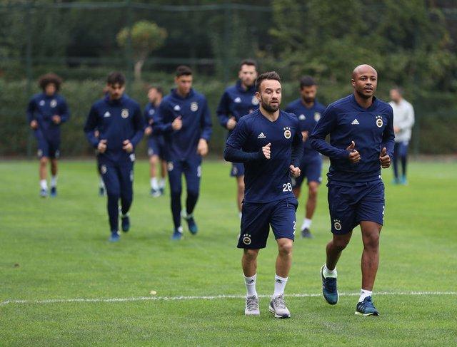 Fenerbahçe'de dikkat çeken detay! Yeni antrenör göreve başladı